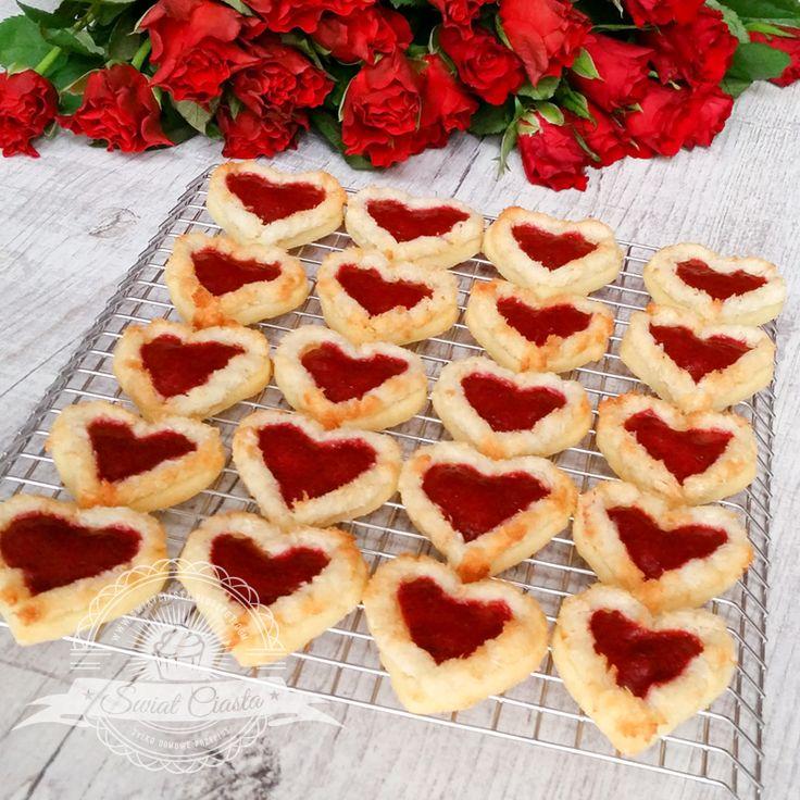 Kruche Walentynkowe serduszka | Świat Ciasta