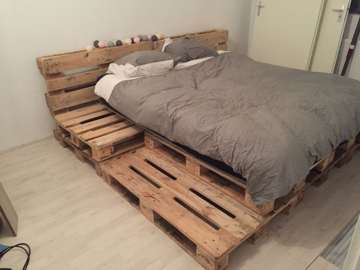 Palletbed bedroom pallet bed steigerhout 11pallets for Meuble japonais futon