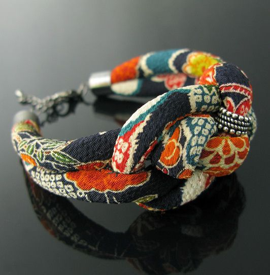 Chirimen fabric cuff - japanese kimono fabric cuff with and Indian silver bead - Voyage jewellery