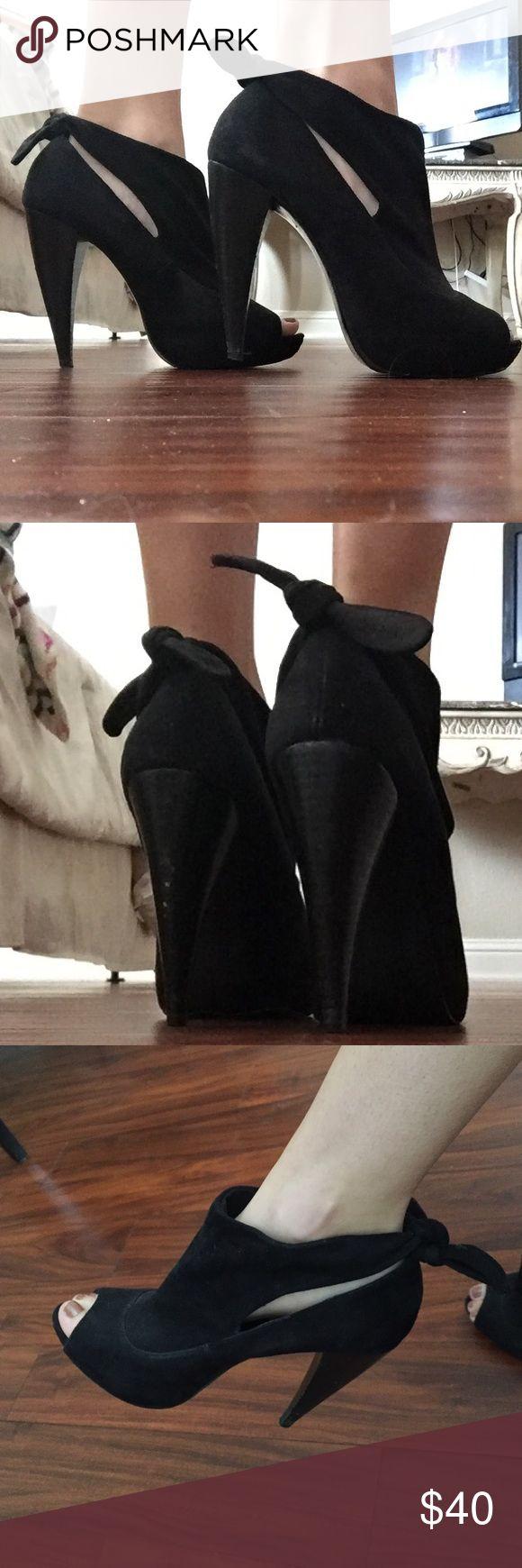 Steve Madden heels Black heels that tie at the back Steve Madden Shoes Heels