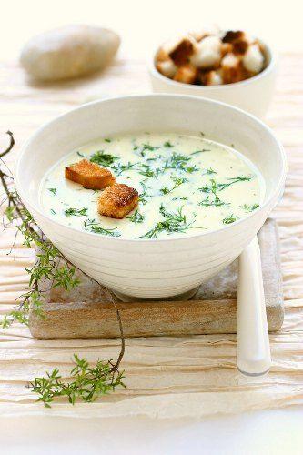 Recette de Soupe à l'ail et aux pommes de terre
