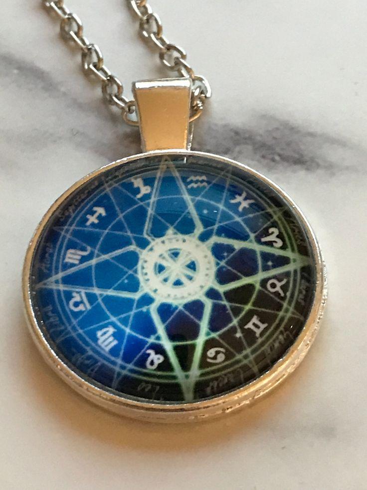 Vackert halsband med zodiaken via Frejas Smycken. Click on the image to see more!