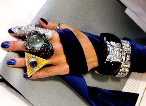 Daphne Guinness.Hands Lady, Daphne Guinness, Advanced Style, Jewellery, Daphne Guiness, Hands Candies, Jewelry, Fashion Inspiration, Blue Nails