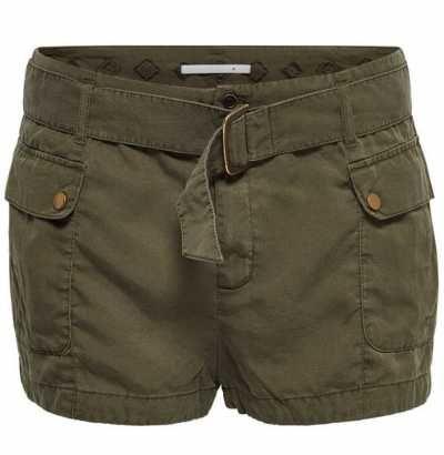 Pantalones Cortos De Mujer No hay mayor sinónimo de periodo estival que los pantalones cortos. Por cualquier sitio que vayas, a nadie verás con algo cubriéndole las rodillas a menos que sea estrictamente necesario.