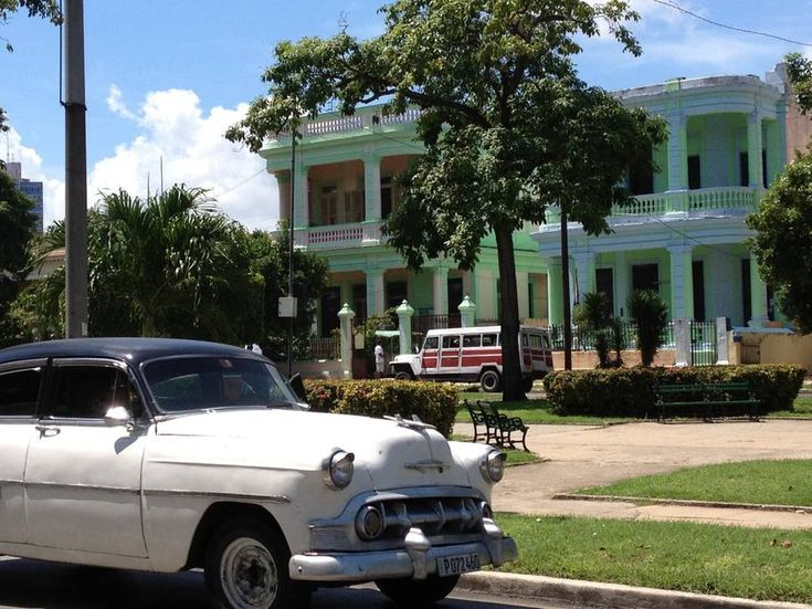 Entire home/apt in La Habana, Cuba. A comfortable stay in a colonial house, built in 1904 and well preserved, with a charming enviornment. A 5-10 minutes walking to hotels, shopping centers, restaurants, seafront Malecon and other interesting places in the famous Vedado neighborhood.