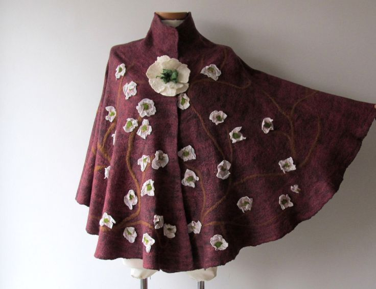 Vrouwen Poncho paarse wol Cape Felted poncho natuurlijke wol herfst poncho Floral Kaap bovenkleding oversized poncho, poncho voor vrouwen door galafilc op Etsy https://www.etsy.com/nl/listing/271627604/vrouwen-poncho-paarse-wol-cape-felted