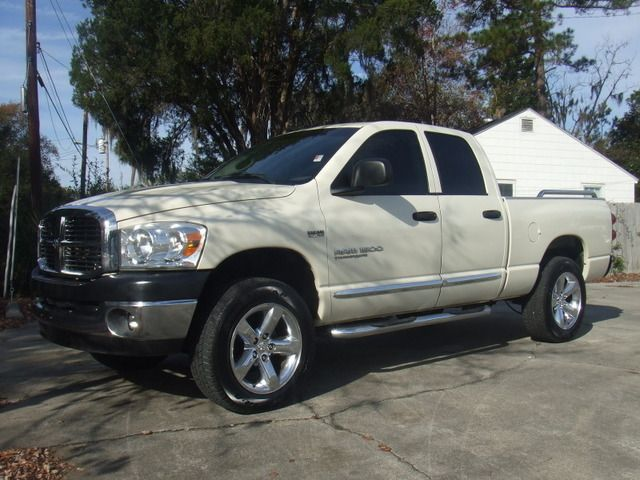 After seeing the latest weather forecast what it seems people will need is a 4x4 so todays special is this Pearl 2007 Dodge 1500 Laramie Truck. It has to be driven to believed! Come by Autosource and take this one home today, it will not last.