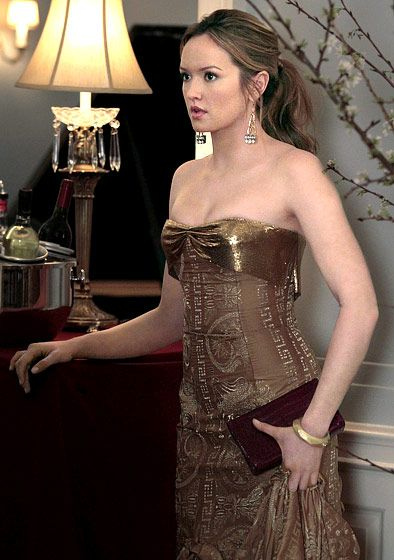 "Season 4, Episode 22: ""The Wrong Goodbye""  0 .  Ivy Dickens (Kaylee DeFer) wore a strapless gold gown and carried a maroon clutch."