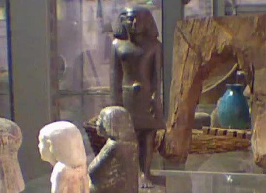 Άγαλμα αιγυπτιακού θεού κινείται! - Αστεία-Παράξενα