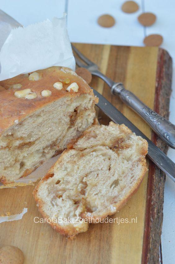 Vorig jaar heeft de Sint van de bakpiet suikerbrood mogen proeven en lekker dat hij het vond! En zo kreeg de bakpiet de opdracht om dit heerlijke recept een beetje aan te passen naar de smaken waar Sinterklaas zo van houdt. Suiker, speculaaskruiden, amandelspijs en sinaasappel. Zo ontstond het suikerbrood van Sinterklaas.Suikerbrood van Sinterklaas - Carola Bakt Zoethoudertjes