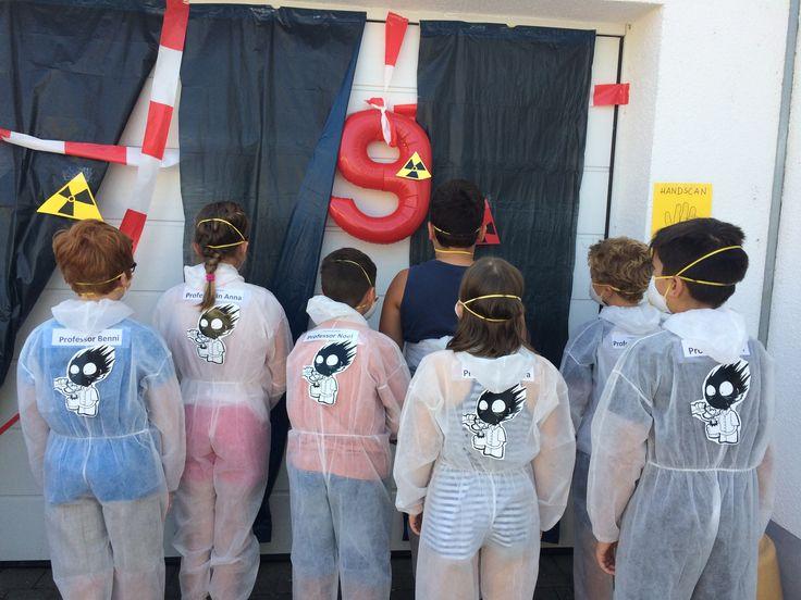 """"""" Gefahrenzone"""" markiert, alle Teilnehmer im passenden Outfit"""