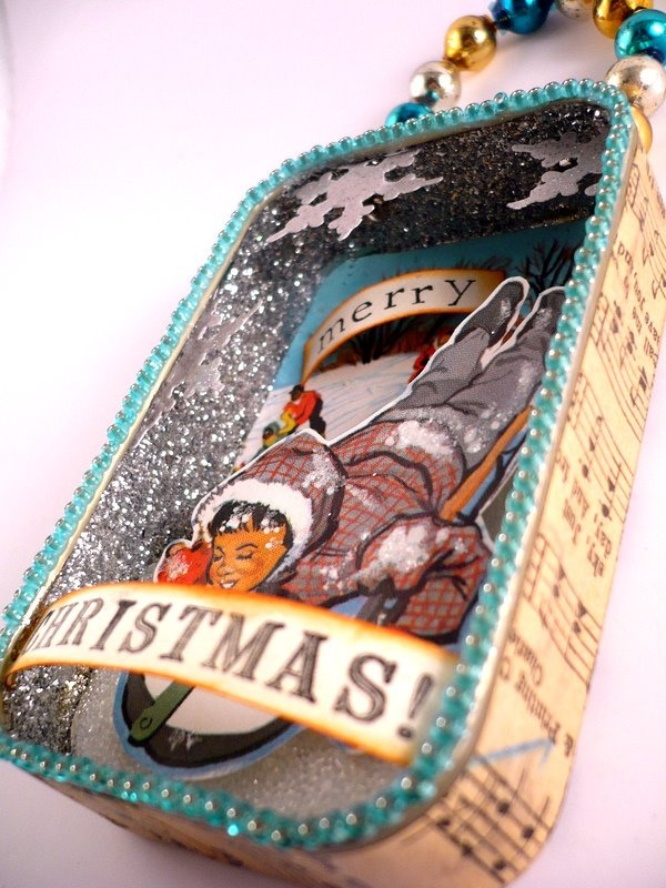 Oops, I Craft My Pants: Altered Altoids Tins Christmas Ornaments