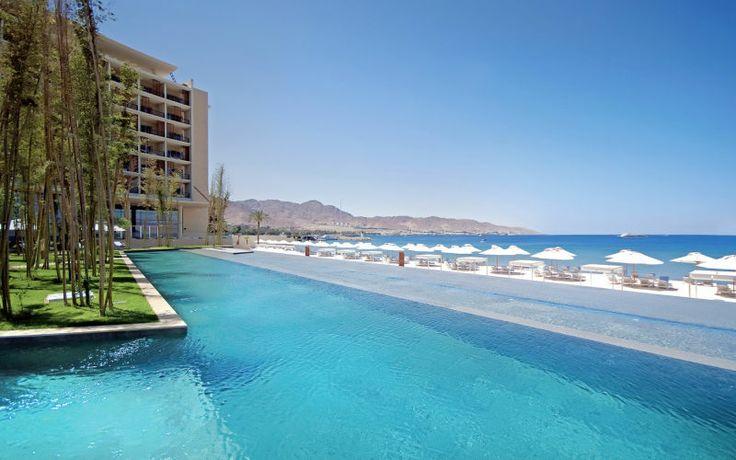 Ylellinen hotelli on aivan rannalla. Hotellilla jokainen yksityiskohta on mietitty siten, että lomasi olisi mahdollisimman miellyttävä. Viehättävällä allasalueella on on swim up -baari ja upeat näkymät Punaisellemerelle. Hotellin ravintolat tarjoavat maukkaita elämyksiä. Yksityiseltä, valkoiselta hiekkarannalta on merelliset maisemat aina Egyptiin asti. Valoisia ja tilavia deluxe-huoneita ja tyylikkäitä sviittejä. www.apollomatkat.fi