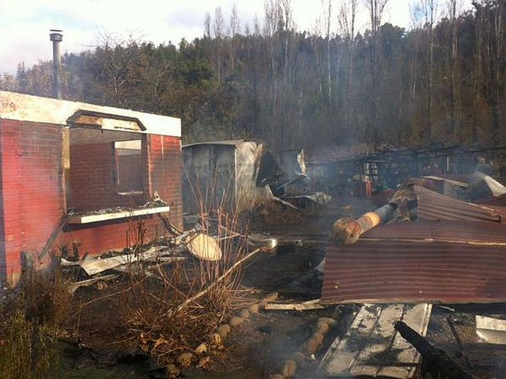 Encapuchados armados golpearon a una familia y quemaron su casa en Ercilla | soychile.cl