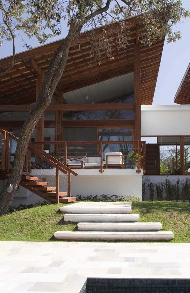 Telhado embutido com varanda colonial