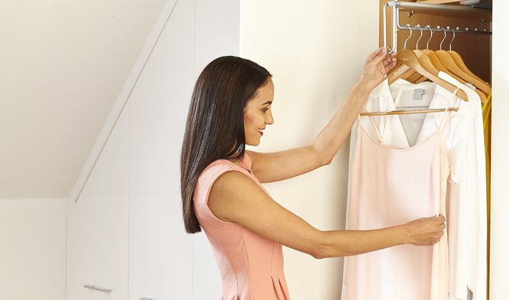 Pull-out hanging rail