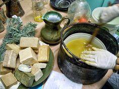 Κρητικό σαπούνι με ελαιόλαδο & βότανα: Φτιάξ'το μόνος σου! - Pentapostagma.gr : Pentapostagma.gr