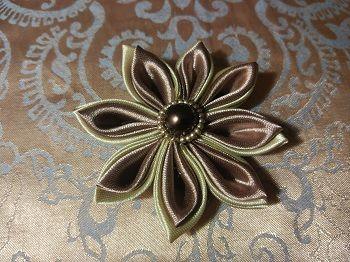 Цветы из атласных лент в технике Канзаши