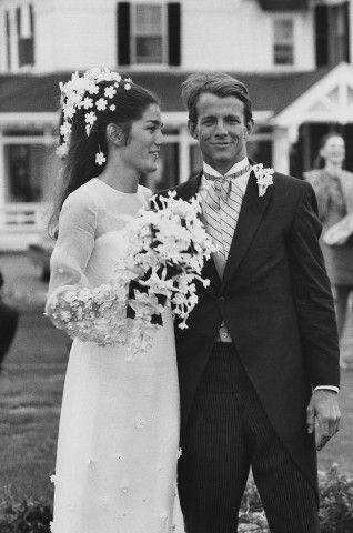 The Best Wedding Hair of All Time: From Gisele Bündchen's Tousled Waves to Audrey Hepburn's Flower Crown – Vogue - Minnie Cushing and Peter Beard