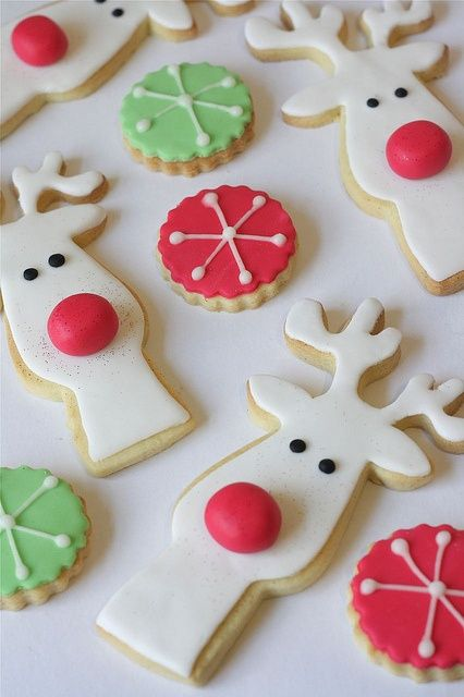 Rudolf the red-nosed reindeer (I didn't find the recipe source, but the cookies seem easy to make and look so beautiful)