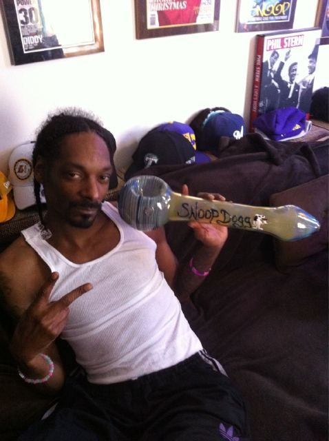 bongs and bowls | Snoop Dogg Celebrates The Occasion [Weed] | headblitz.com