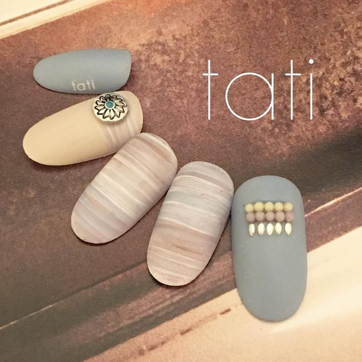 先日のミックスヤーンはこちらのカラーでした◡̈♥︎ こう見ると使ったカラーわかりますか? ココア、スモーキーブルー、ベージュ、ホワイトです。 ホワイトをくっきり濃いめのものを使うのがポイントです。 ・ ・ #nailart #nails#naildesign #design #art #gelnail #ネイルアート#ネイル #ネイルデザイン#指甲 #指甲彩繪 #藝術 #美甲 #design #cool#beauty#nails#instagood #tati #네일 #네일아트 #일본네일 #네일트렌드 #젤 #젤아트 #네일디자인