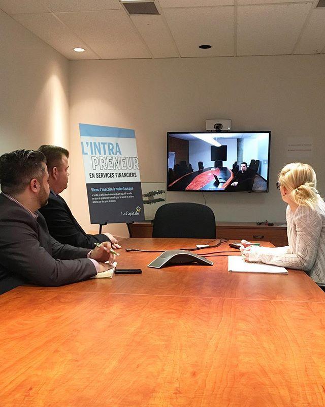 [takeover] - @laurensauclair  Même en succursale on collabore de près et en continue avec nos collègues de Québec. {Dans les coulisses dune réunion avec notre chargé de projets web préféré} #recrutement #intrapreneur #laviealacapitale #takeover #servicesfinanciers