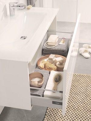 """Buiten Leven- geweldige wasbak en meubel met """"voetjes van de vloer"""". Dus een makkelijk schoon te houden vloer."""