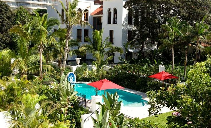 The Oyster Box in the heart of Kwa Zulu Natal (Durban) is the preferred choice for sundowners by the poolside with a wonderful view of the ocean. #Ocean #Durban #Luxury #Travel #Pools www.mtbeds.co.za