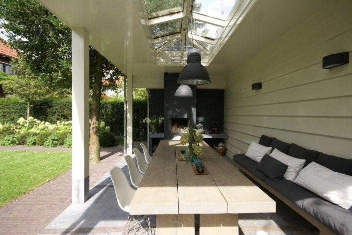Overdekt terras met lichtstraat veranda met haard overdekt terras veranda pinterest for Buiten patio model