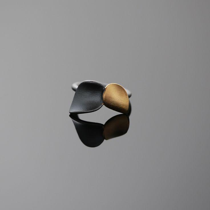 Nuppu ring/ black edition   Chao & Eero shop #nuppu #chaoandeero #finnishdesign #finnishjewelry #keumboo