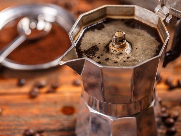 A cafeteira italiana, também conhecida como Moka, é uma forma prática de preparar café e muito popular no seu país de origem. Saiba mais como preparar.
