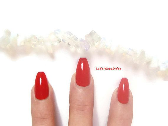 unghie rosso glossy mandorla san valentino sexy nail burlesque fetish natale…