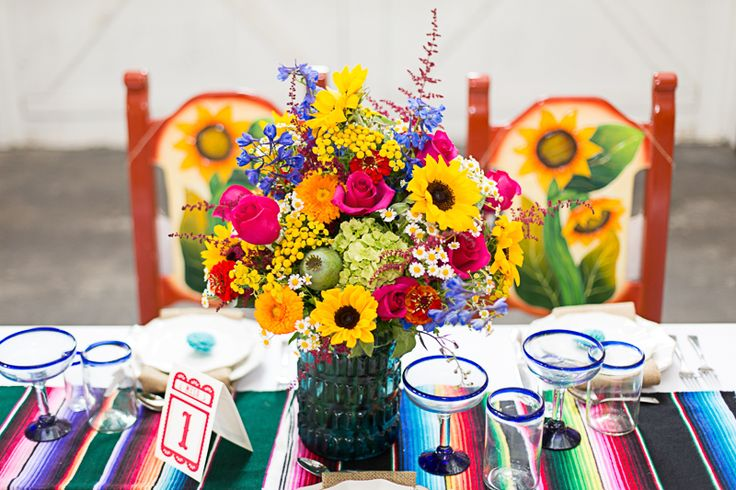 Une table de mariage d'inspiration mexicaine - http://www.mariageenvogue.fr/blog/index/billet/10721_decoration-table-mexicaine