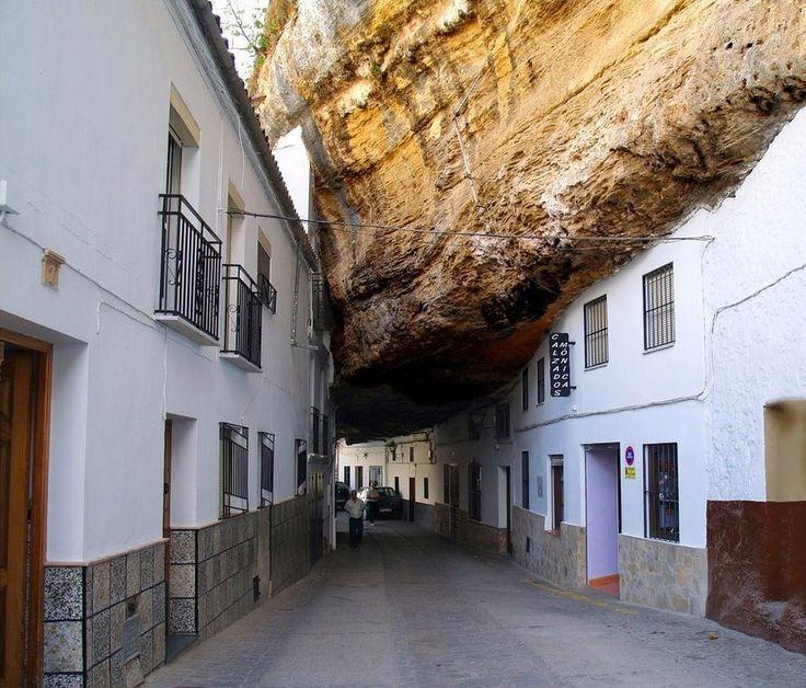 Парящая над ущельем Ронда: необыкновенный город на скалах