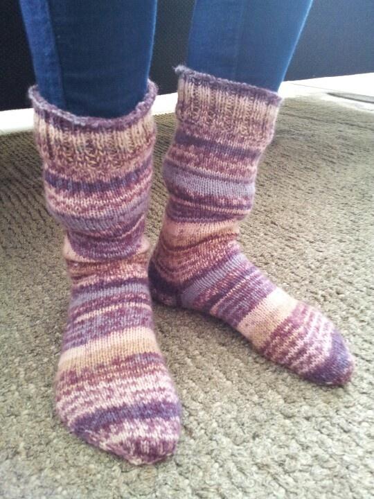 Geslaagd experiment: twee sokken op één rondbreinaald