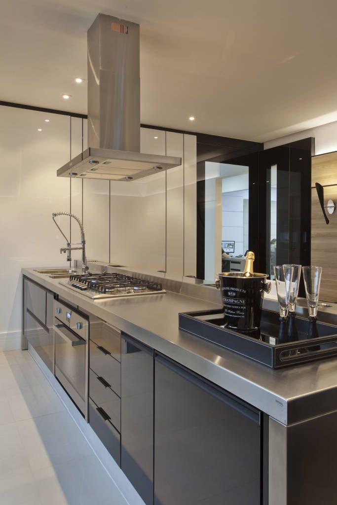 Cozinha contemporânea (De Cindy Maia Arquitetura)