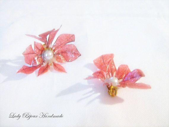 Orecchini a clip con fiore rosso fatto in di LadyBijouxHandmade