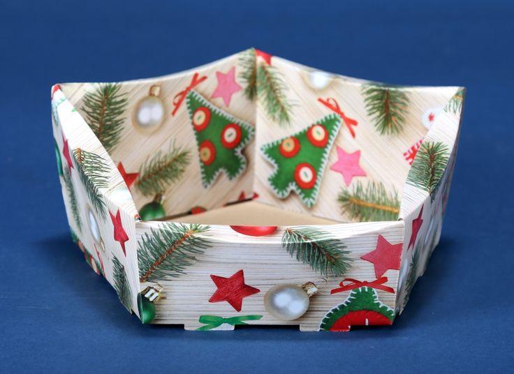Kosze prezentowe z motywem świątecznym na Boże Narodzenie 12