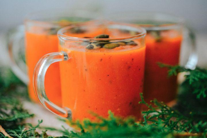 Na vitamíny bohatá paradajková polievka s mrkvou a jablkom - Fitshaker