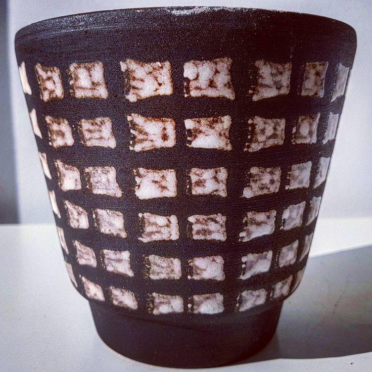 "Polubienia: 33, komentarze: 3 – modern (@modern_old2new) na Instagramie: ""WGP planter #wgp #westgermanpottery #vintage #modern #midcentury #moderndesign #retro #70s #pottery…"""