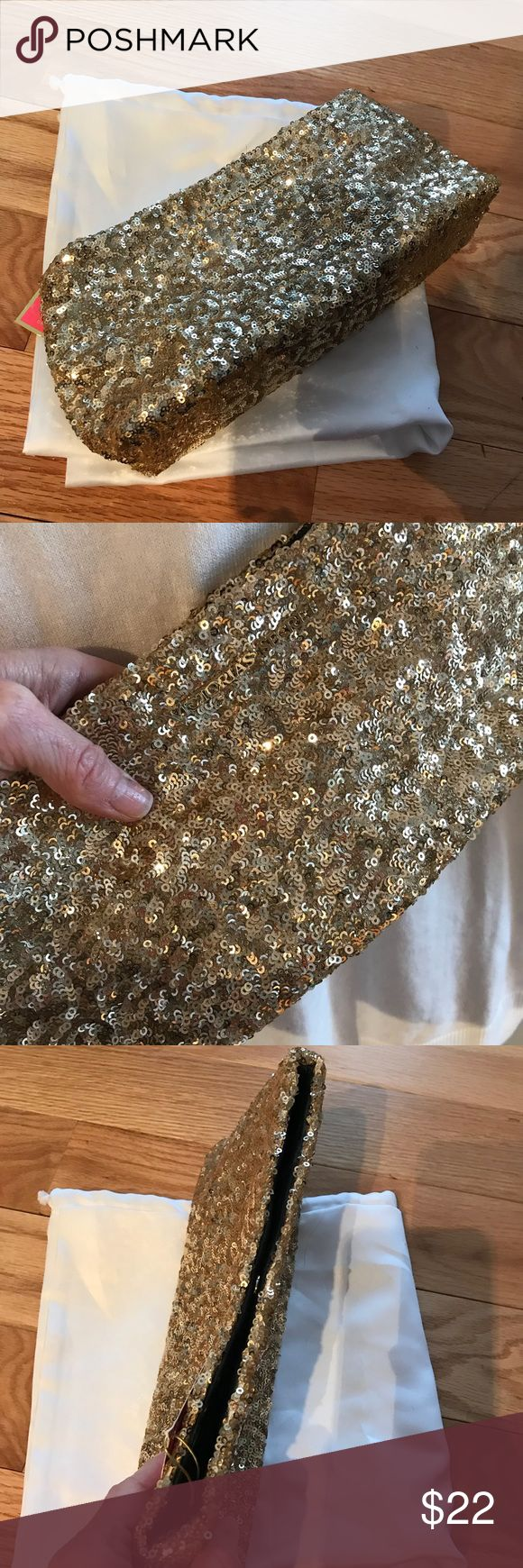 🎀NEW🎀VICTORIA'S SECRET Gold Sequin Clutch 🎀VICTORIA'S SECRET🎀. Gold Sequin Clutch. Perfect with that LBD for the Holidays!❌NO TRADING OR HOLDING Victoria's Secret Bags Clutches & Wristlets