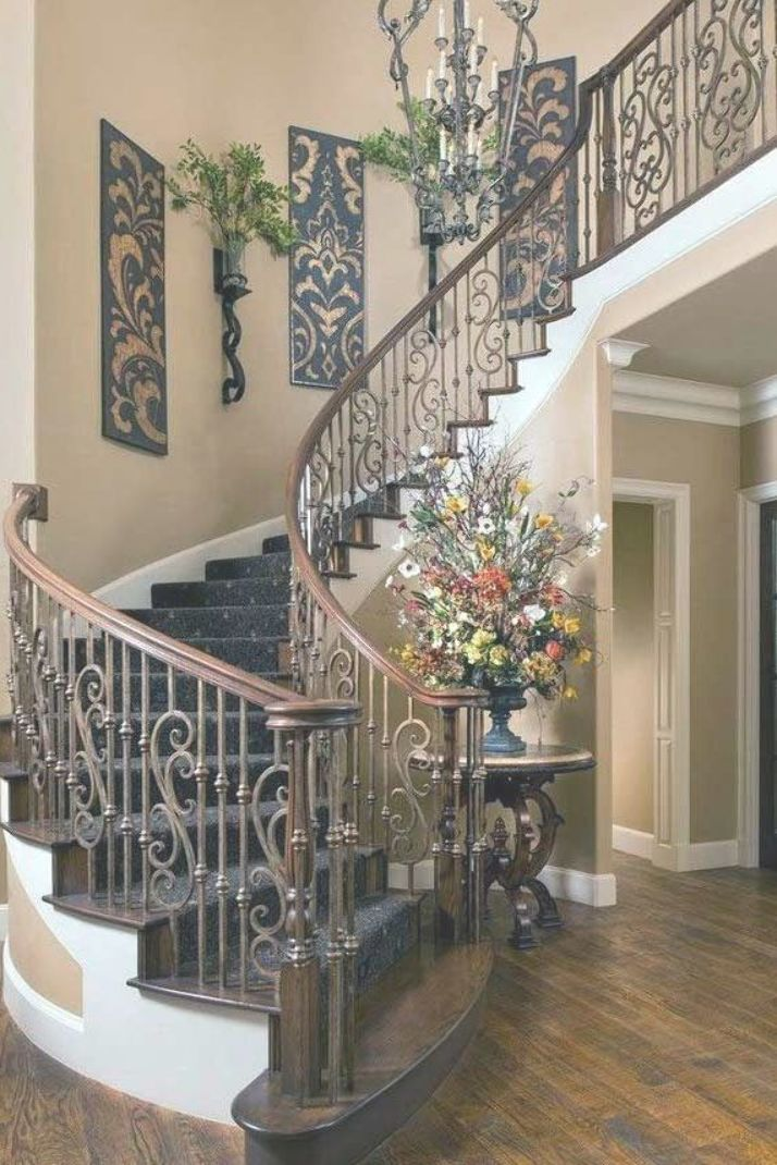Discover Calm Artistic Tuscan Interior Design Ideas 27 Windows Are Left Uncovered To Make The Most Of Pure Light T Tuscan House Staircase Decor House Design