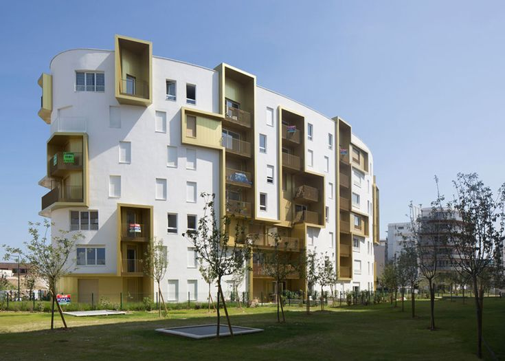War site hosts block of flats by Guérin & Pedroza Architects
