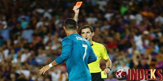 Cristiano Ronaldo tak hanya membawa Real Madrid menaklukkan Barcelona di Camp Nou pada leg pertama Piala Super Spanyol. Ia juga berhasil   http://indeksberitaku.com/ronaldo-raja-gol-el-clasico-di-camp-nou/