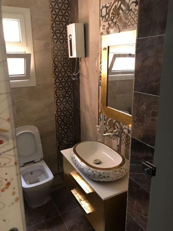 شقة ارضي بحديقة كبيره للبيع تشطيب الترا لوكس بمدينة 6 اكتوبر Yemen