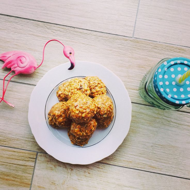 First try at making Peanut Butter Energy Bites But how cool is the little flamingo & Mason jar cover & straw? Great finds from Kmart Australia.....so thrilled! #fashion #FashionPolice #FashionNetwork #Style #StyleNetwork #FashionBloggers #WatchItStyleItBlogIt #FrockUp #FitBit #fitness #EnergyBars #FoodPorn #Oats #honey #EnergyFood #Power