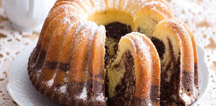 Žloutky oddělte od bílků a utřete je s cukrem a máslem do běla a krémova. Bílky ušlehejte dotuha. Mouku smíchejte s kypřicím práškem a postupně ji...