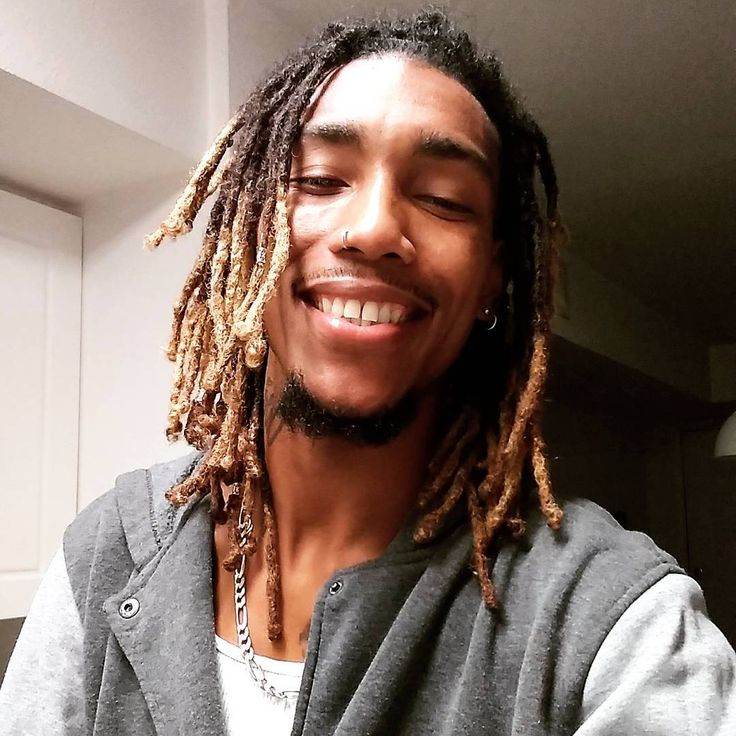 I woke up today that's y I'm smiling y are You Smiling Today? Music Video Link In BioSubscribe To My YouTube Channel Follow  #dreads #dreadhead #dreadlocks #rasta #rastafari #blondetips #latino #latinopride #afro #afrolatino #bluefields #nicaragua #nicaraguan #smilling #happy #chillday #chilling #goodday #dayoff #tampabay #tampa #florida #floridalife #nosering