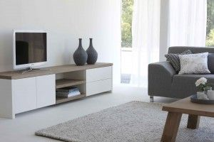 Een interieur waar robuust hout samenkomt met glad spuitwerk !! Tv meubel GoTogether van Sander Zwart | Interieur